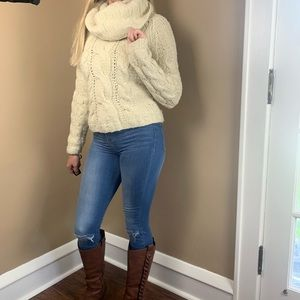 GAP hand turtle neck knit sweater size small